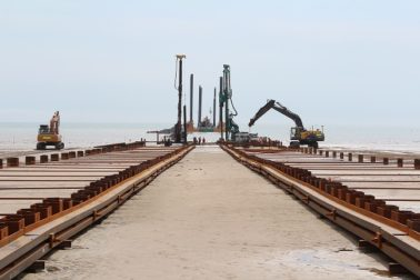 Dew Piling carries out temporary cofferdam works in Bridlington