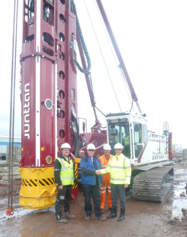 FK Lowry acquires new piling rigs